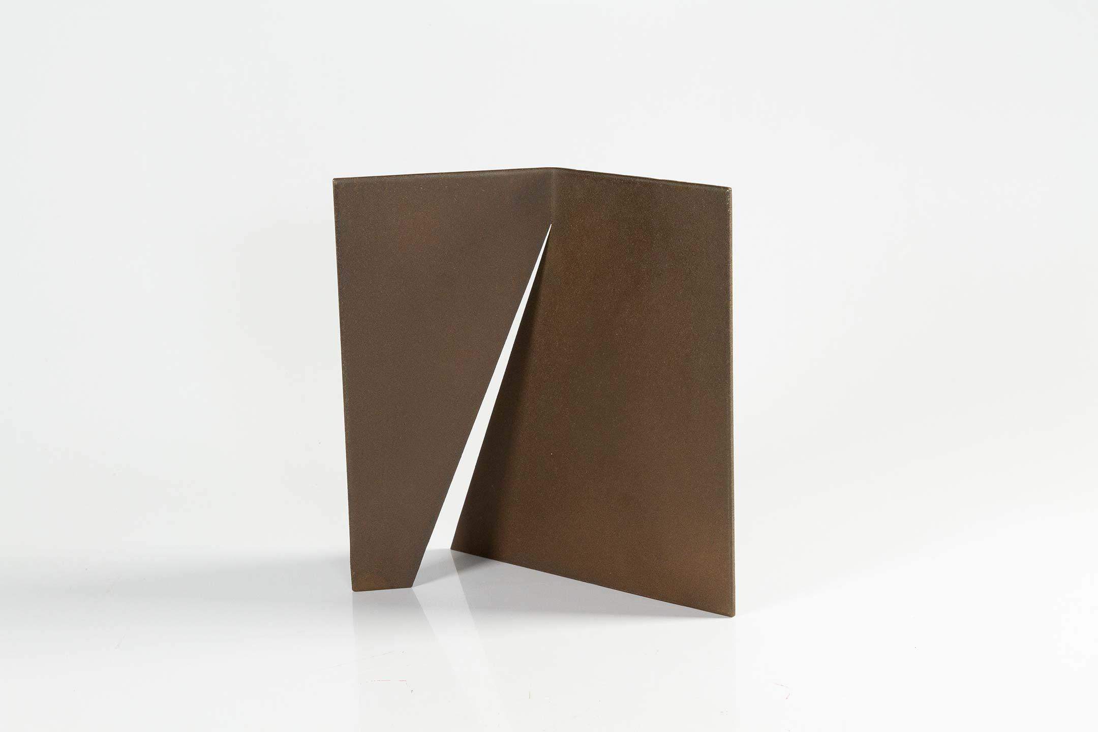 Amilcar de Castro, S/Título, aço, 21 x 21 x 0,3 cm, 1990